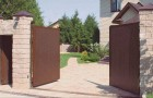 Уличные распашные ворота из сэндвич панелей