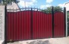 Уличные откатные ворота из металлопрофиля