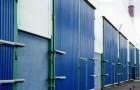 Распашные ворота в здание из металлопрофиля