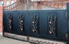 Уличные распашные кованые ворота