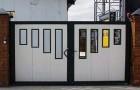 Распашные гаражные ворота с панорамными вставками